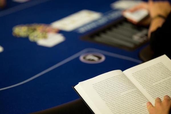 libro-en-mesa